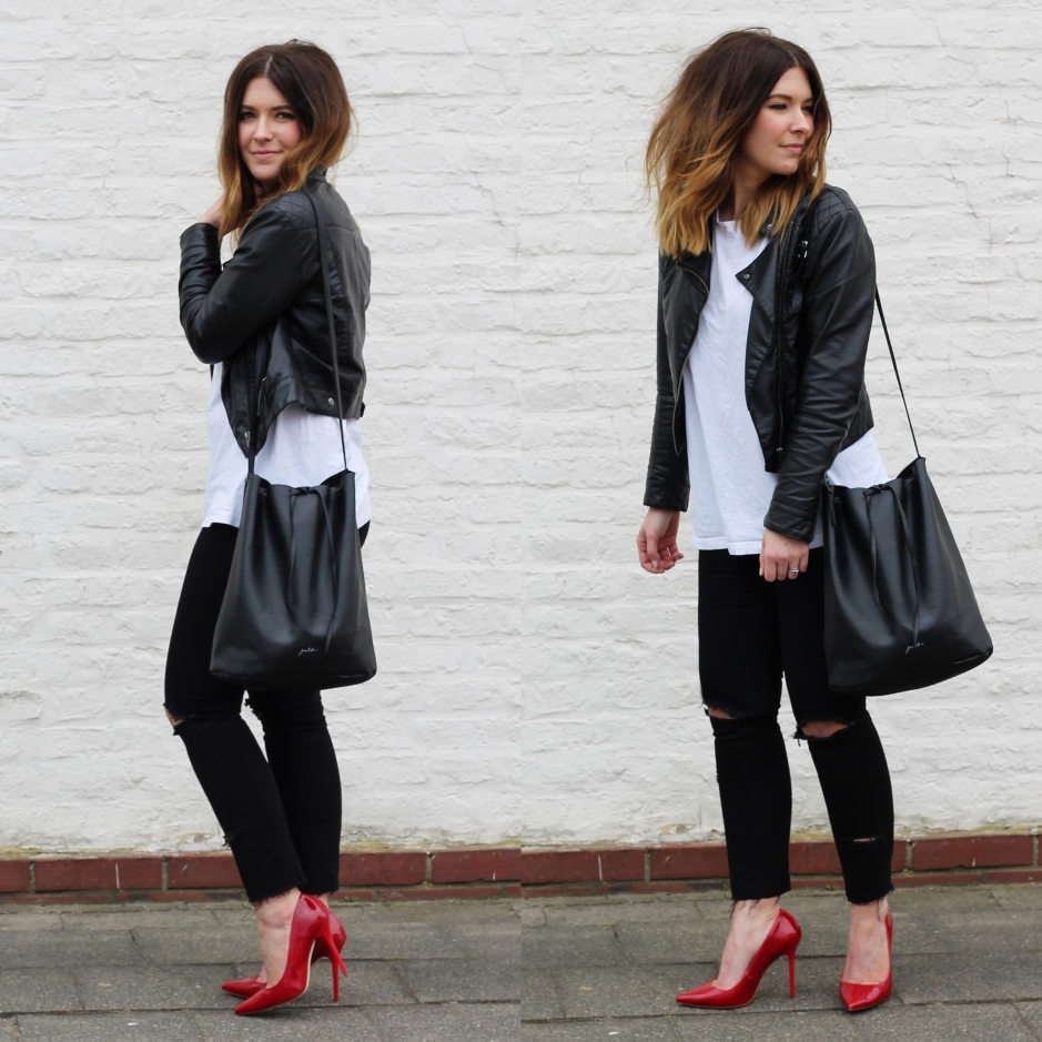 Red High Heels und ripped Jeans